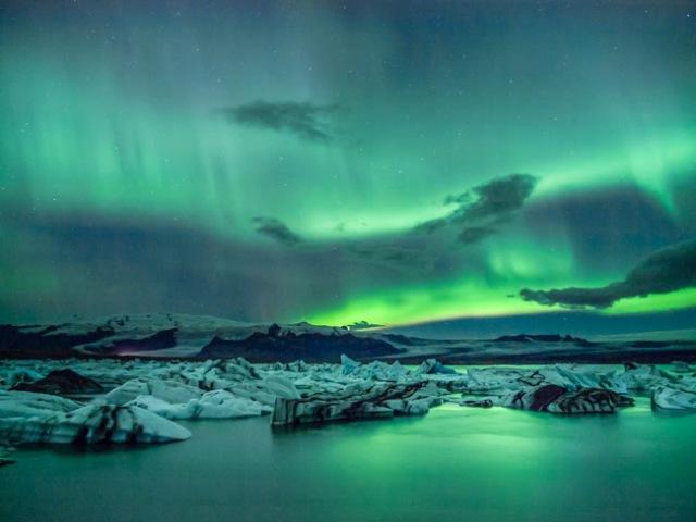 aurora-glacial-lagoon
